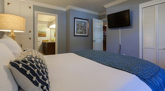 Upper Lake, Californien: Waterfront Executive Suite - The Lodge at Blue Lakes - sleeps 4