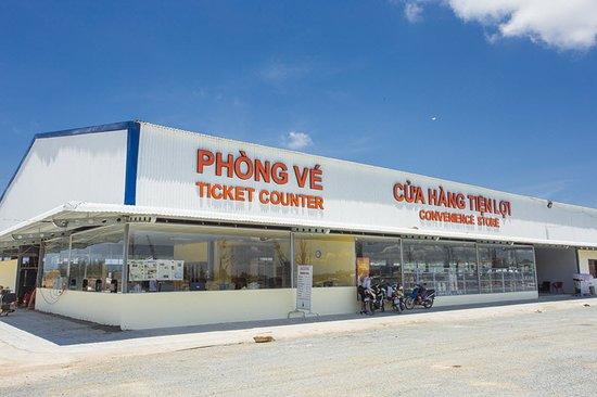 Ha Tien, Vietnam: Cửa hàng tiện lợi và Phòng vé Bình An Hà Tiên