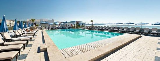 Radisson Blu Hotel, Nice: Pool