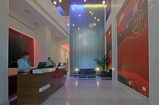 Hotel Indigo: Lobby