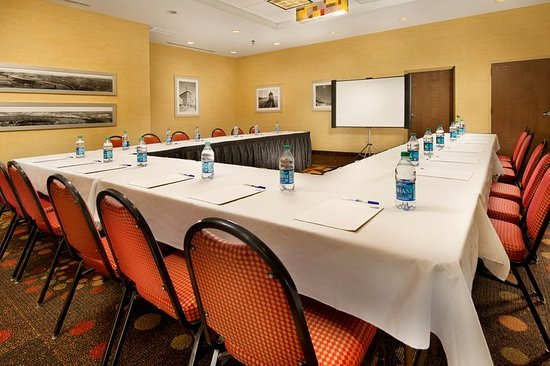 Holiday Inn Express & Suites Chattanooga Downtown: Meeting room