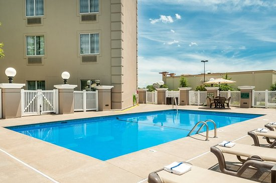 Country Inn & Suites by Radisson, Cookeville, TN: Pool
