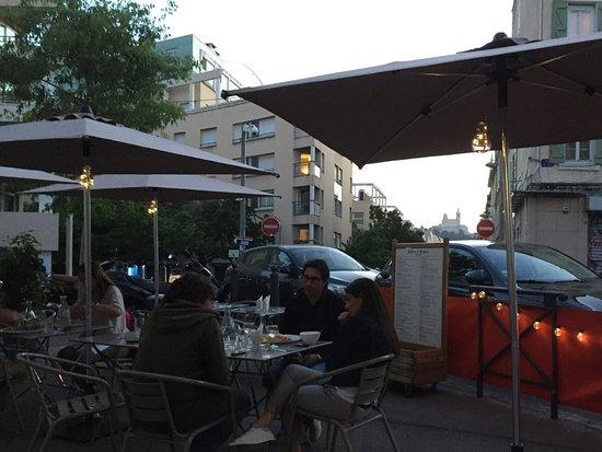 Chez Didier et Brigitte: Terrasse à la belle saison