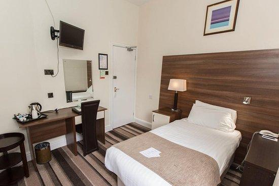 The Royal Victoria Hotel Snowdonia: Guest room