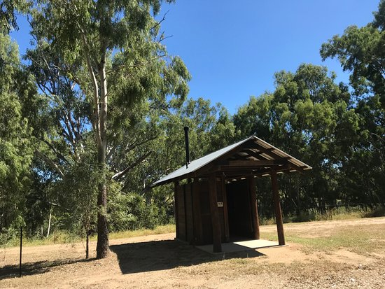 Eidsvold, ออสเตรเลีย: The lovely little toilet block