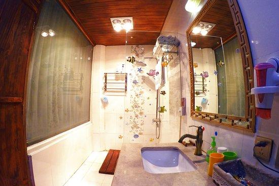 Lvye An Jia: 天字1号房卫生间(浴室)含全套多芬洗浴品