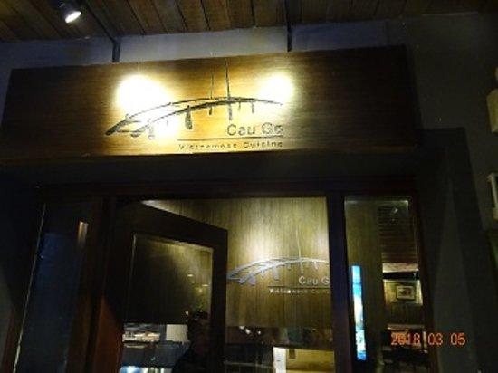 Cau Go Vietnamese Cuisine Restaurant: お店の入り口