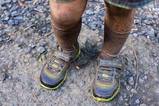 Muri, Kepulauan Cook: Muddy shoes