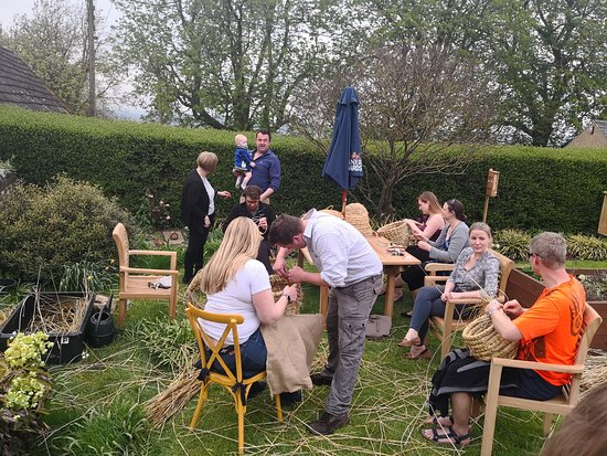 Harrington, UK: The Warner Edwards family - Skep making ...happy bees...tasyty gin!!!