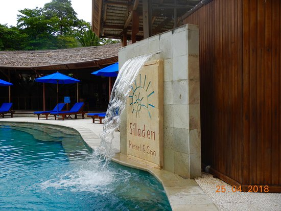 Siladen Resort & Spa: salt water pool.