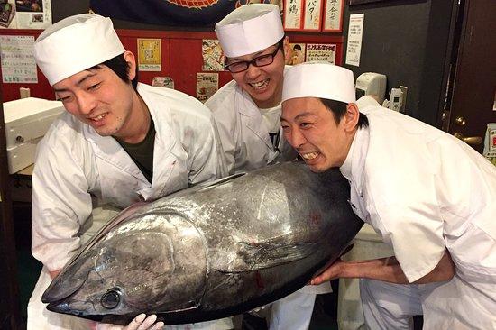 Sannomiya Kokashita Ichiba: 毎月恒例 マグロ一本買い