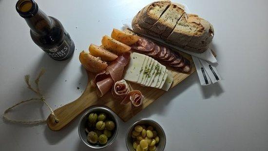 Alte, البرتغال: Vuelta a España (tapa mista+acompanhamento+bebida)