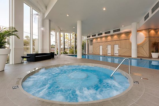Observation rise 2018 reviews scarborough photos of apartment tripadvisor for Indoor swimming pool scarborough