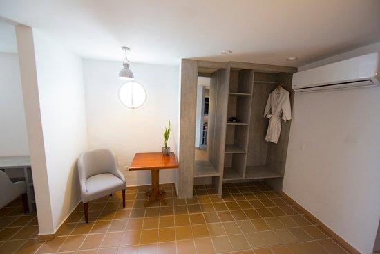 Hotel Casa Baluarte : closet Junior Suite