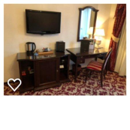 Hilton Sibiu: Room desk