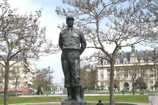 Monument au Maréchal Juin