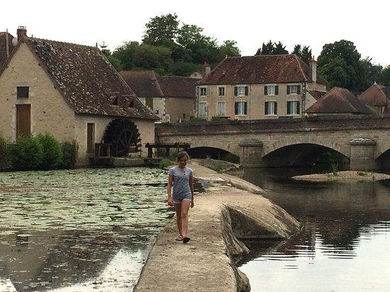 La Trimouille, France : Une petite promenade à travers le barrage