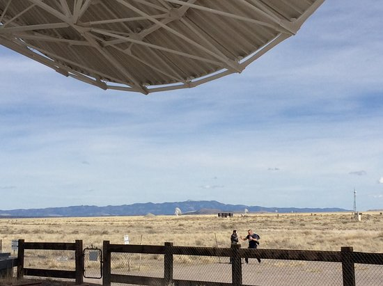 Very Large Array: Edge of a dish