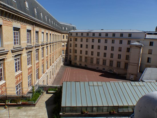 Hotel Saint Paul Rive Gauche: View from room #42. The building is the Lycée Saint-Louis, one of Paris' highly rated high schoo