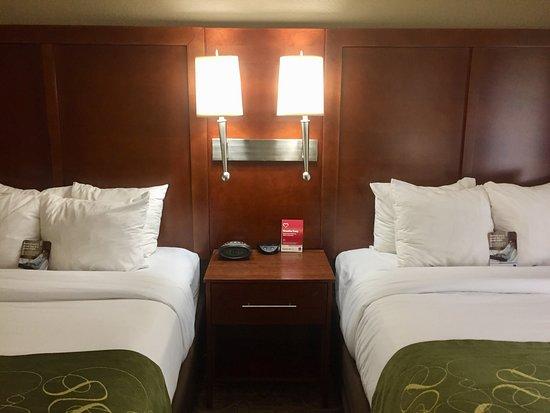 كومفرت سويتس ريجينسي بارك: Double Queen Suite - Sleeps 6. Brand new furniture & Beds!