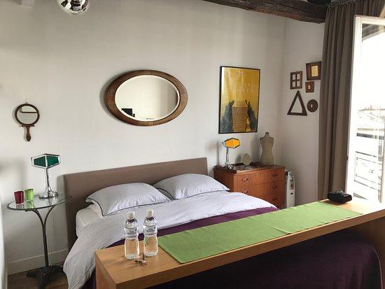 Une Chambre a Montmartre: La camera