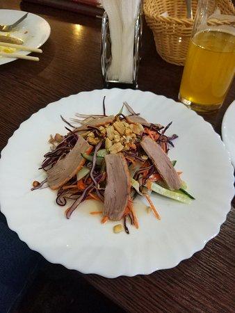 Saigon: салат с уткой
