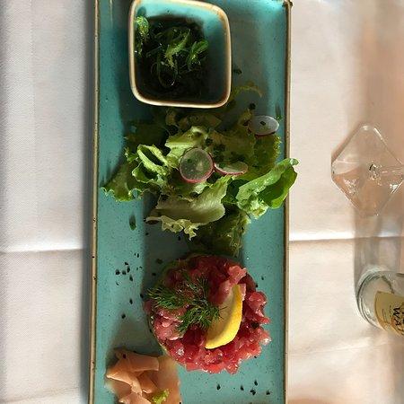 Koenigsbach-Stein, Jerman: So lecker, Tunfisch Tatar ( besser als jedes Sushi)  auf Avocado und Lamm Haxe ( welches butterw