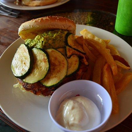 Cafe Atitlan: Muy rica la hamburguesa vegetal. Me quedé tan llena que ni siquiera cené ese día. Recomendable