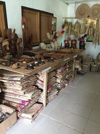 Lakatoro, Vanuatu: Mats and carvings