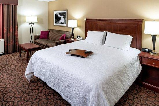 Littleton, NH: Guest room
