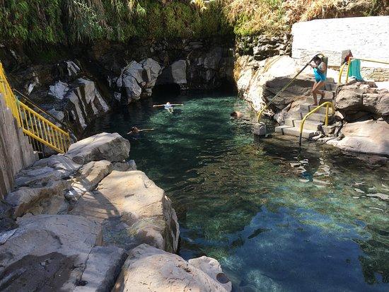 Pica, Chile: la cocha del resbaladero, agua templada y mucho sol