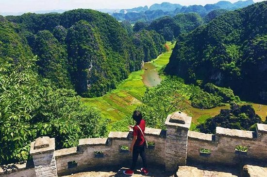 Ninh Binh Small Group Tour (Mua Cave- Biking- Local Family - Tam Coc...