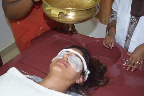 Varkala, India: shirodhara