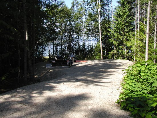 McDonald Creek Provincial Park : Large sites for 25+ft trailers