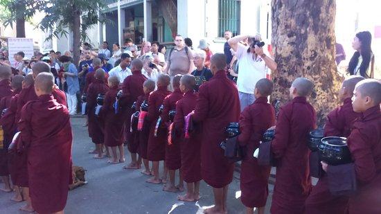 Mahagandayon Monastery: DSC_0037_50_large.jpg