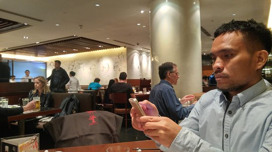 Din Tai Fung (Nanjing West Road): Waiting order at the restaurant