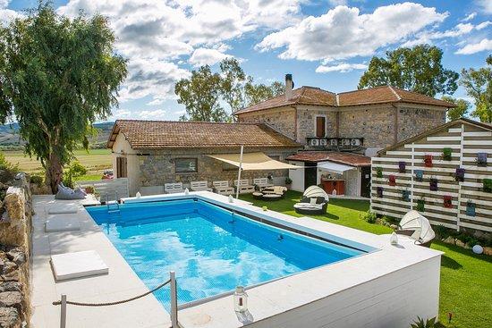 Giardino con piscina picture of b b villa naumanni for Giardino con piscina