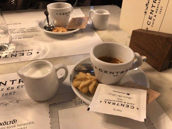 Centrál Kávéház és Étterem: Un buon espresso