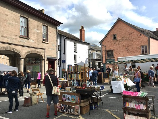 Hay-on-Wye, UK: Hay Market Day - Memorial Square book stalls