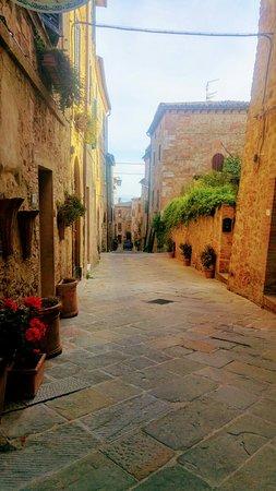 Castelmuzio, Italia: 20180426_184837_HDR~2_large.jpg
