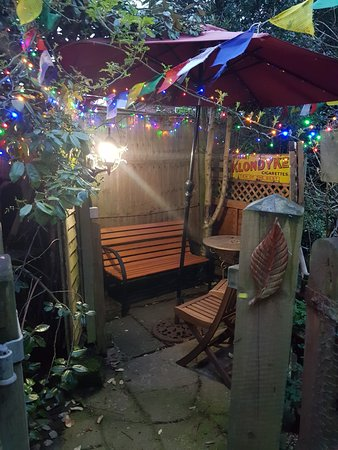 Wizards Thatch at Alderley Edge: Smoking area