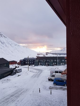 Funken Lodge: Midnight sun view from the room