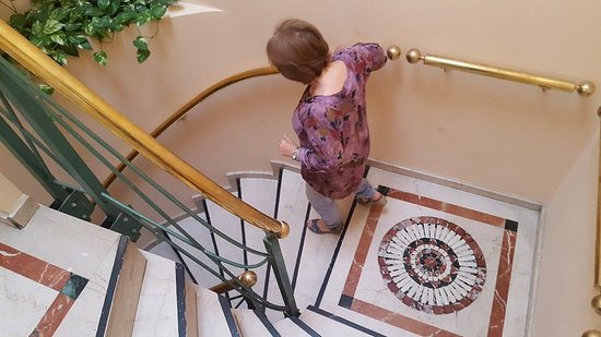 America Plaza Hotel: Terraza. Desayuno. Escaleras. Habitacion con baño.