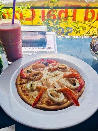 Kata Villa Restaurant: пицца с морепродуктами