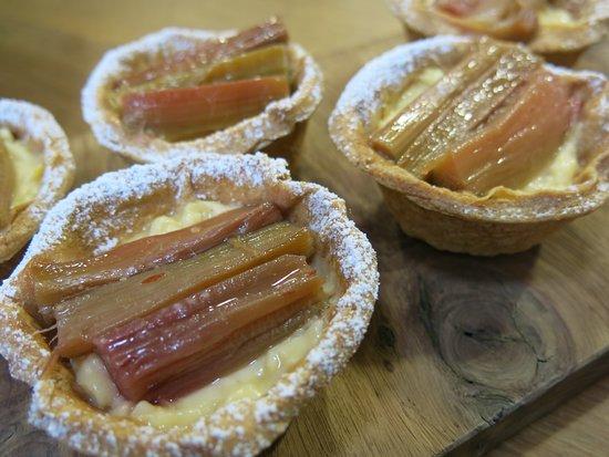 Bara Menyn Bakehouse & Cafe: Rhubarb and custard tarts