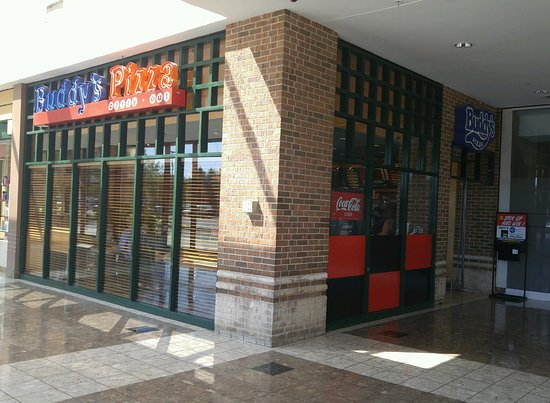 Grosse Pointe Woods, มิชิแกน: Buddy's Pointe Plaza