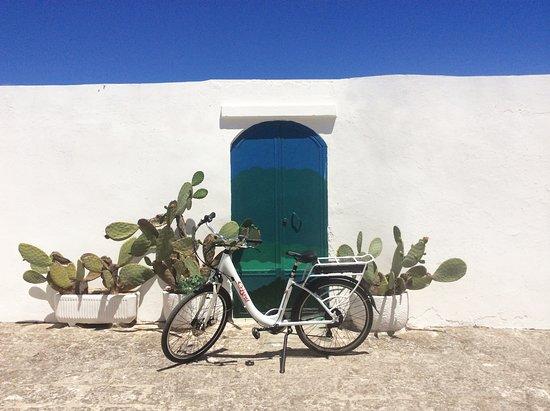 Ostuni, Italy: Con le nostre ebike potrete gli angoli più caratteristici della Puglia senza alcuna fatica.