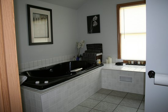 Rhineland, MO: jacuzzi bath in the loft