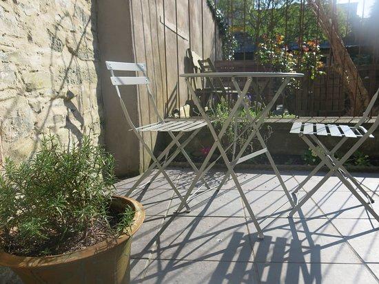 Bara Menyn Bakehouse & Cafe: sun trap patio garden