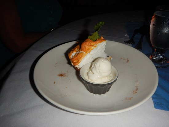 Hamanasi Restaurant: Caye lime pie